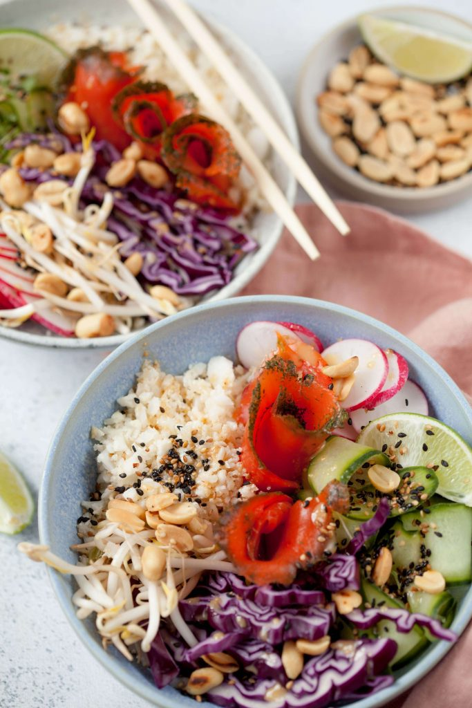 Low Carb Rezept: Poke Bowl mit Wildlachs graved zu Ostern